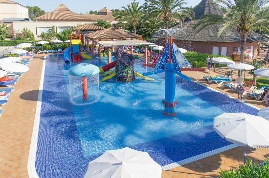 Los 10 mejores hoteles espa oles para ir con ni os for Hoteles en granada con piscina climatizada