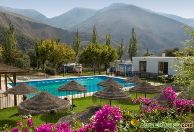 Camping balcon de pitres familias en ruta for Camping en pais vasco con piscina