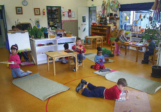 Qu es el m todo montessori y como aplicarlo en casa 1 2 for Decoracion de espacios de aprendizaje