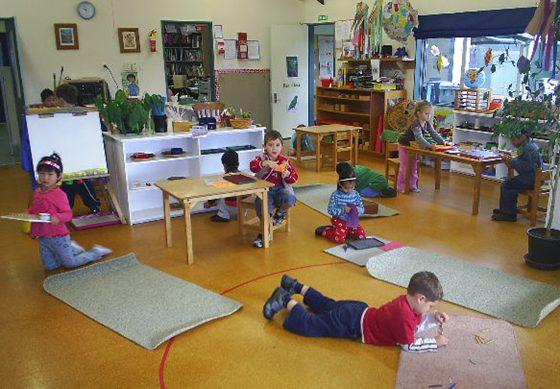 Qu es el m todo montessori y como aplicarlo en casa 2 2 for Casa de juguetes para jardin