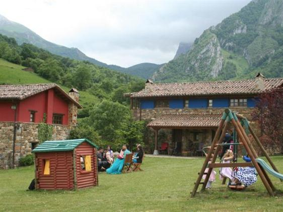 Casa rural valle de bueida familias en ruta for Casas rurales en asturias con piscina climatizada