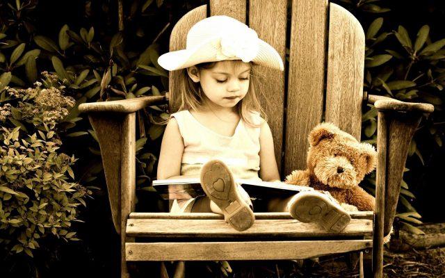 ===Leer no es vivir...=== Nina-leyendo-un-cuento-1920x1200_3741-640x400