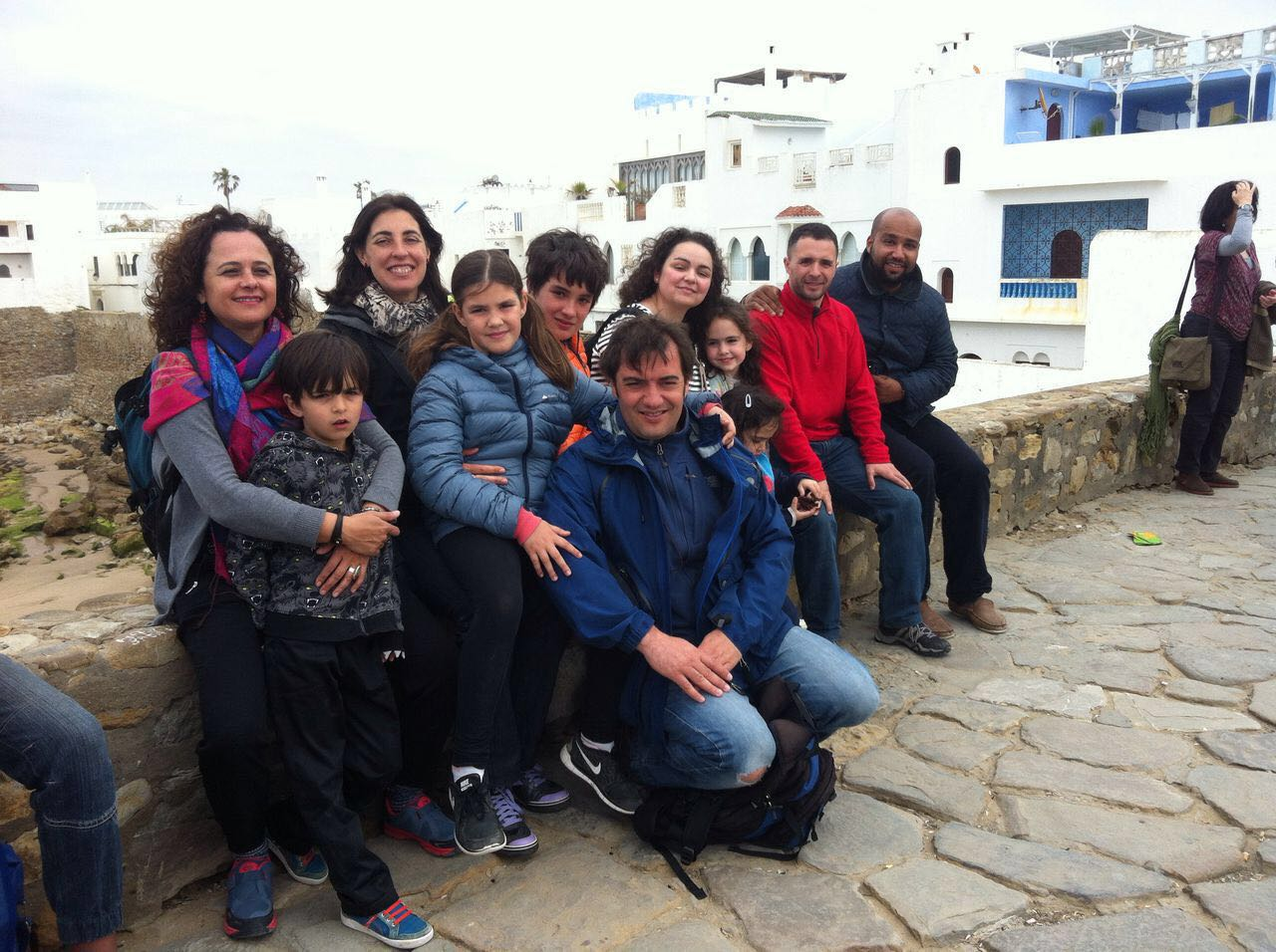 Grupo de familias viajeras en Asilha