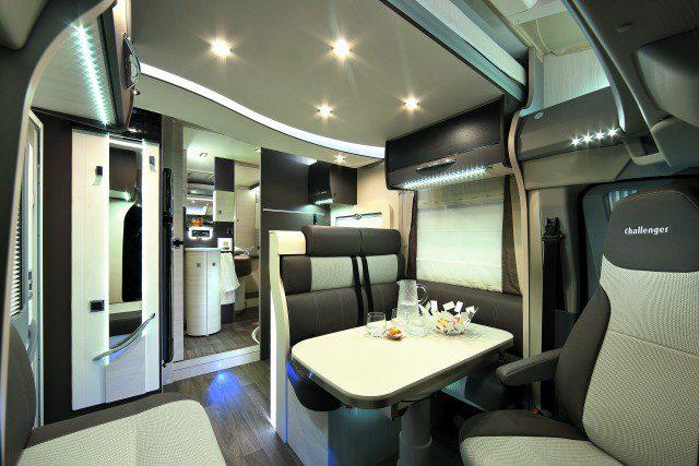 Challenger Camping Car Avec Lit Pavillon Et Lits Superpos Ea B D