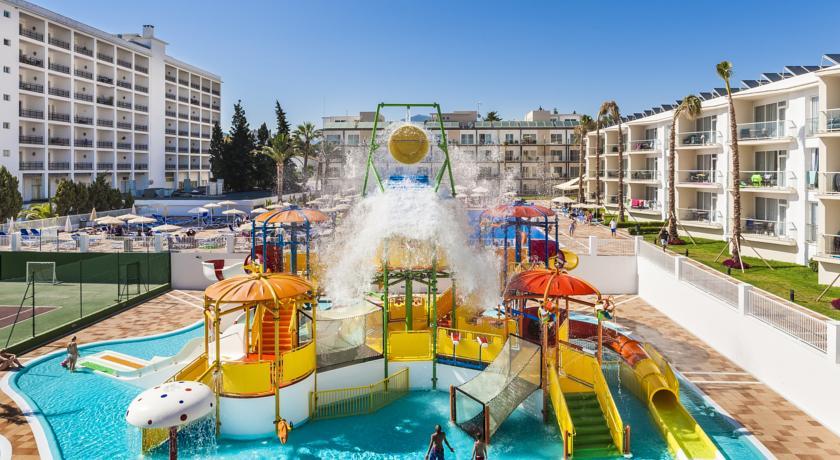 Reserva online tus vacaciones en familia en nuestra selecci n de 101 hoteles - Hotel piscina toboganes para ninos ...