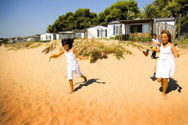fd76519dbce9 Camping en primera linea de mar. Ubicado junto a la playa, cerca de Cala  Fonda y Calavecs, lindando con el Parque Natural Punta de la Mora que va  desde la ...