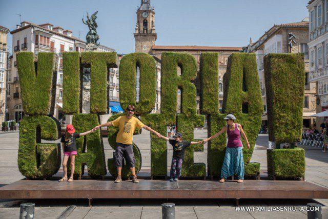El la Pl de la Virgen Blanca casco viejo de Vitoria Gasteiz
