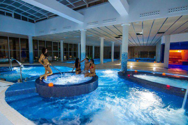 Vacaciones en familia 101 hoteles para ir con ni os familias en ruta - Hoteles con piscina climatizada para ir con ninos en invierno ...