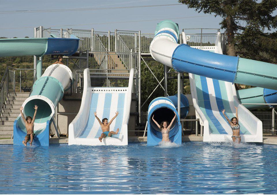 Piscina berga resort familias en ruta for Piscina en catalan